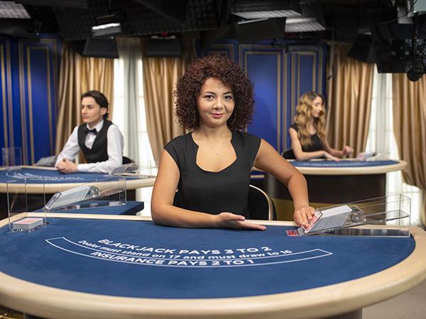 Blackjack: €40 - €1,500