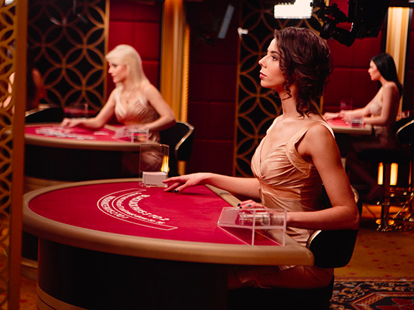 Blackjack: €100 - €5,000