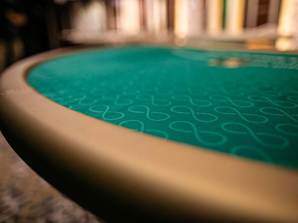 Blackjack: €25 - €1,500