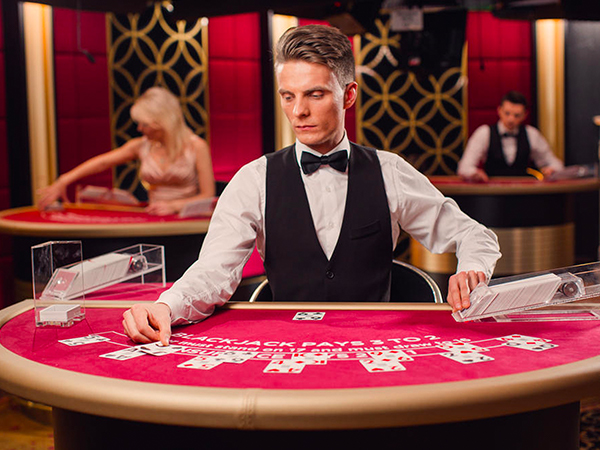 Blackjack: €100 - €5,000