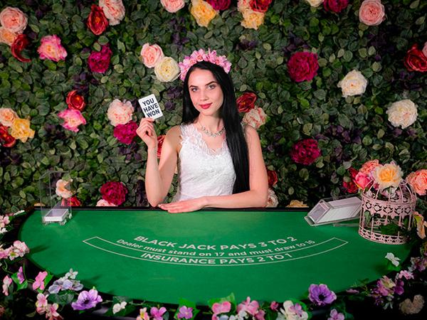 Blackjack: €30 - €1,500